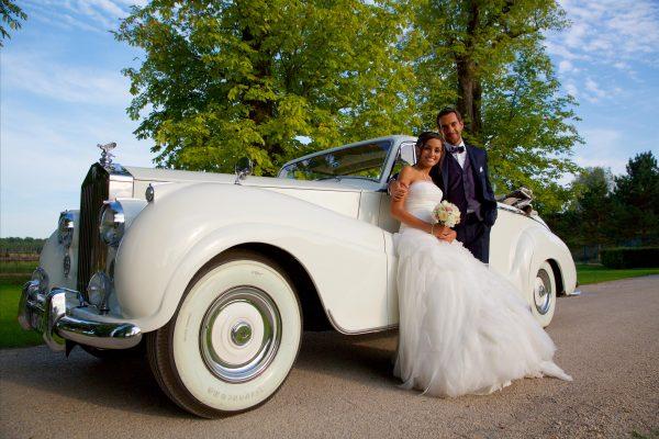 Photo mariage juif devant la voiture